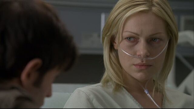 File:Laura-in-House-MD-Private-Lives-laura-prepon-24283324-853-480.jpg