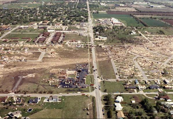 File:EF5 damage in Phil Campbell, Alabama 2.png