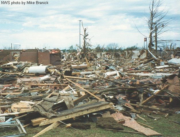 File:F4 damage in Moore, Oklahoma in 1999.png