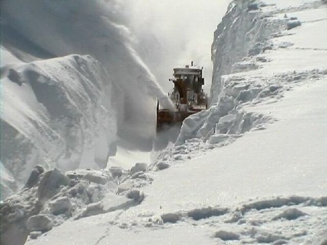 File:Feet Deep Snow.jpg