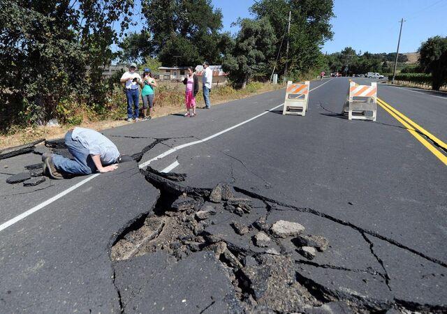 File:6-0-magnitude-earthquake-hits-san-francisco-bay-area.jpg