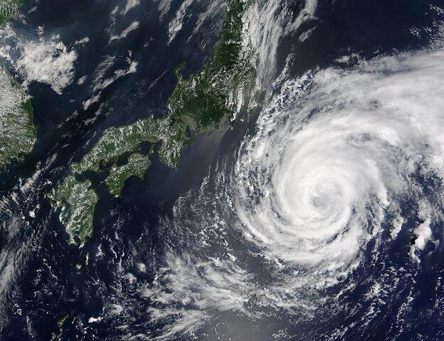 File:Typhoon Namtheun 28 july 2004 0145Z.jpg