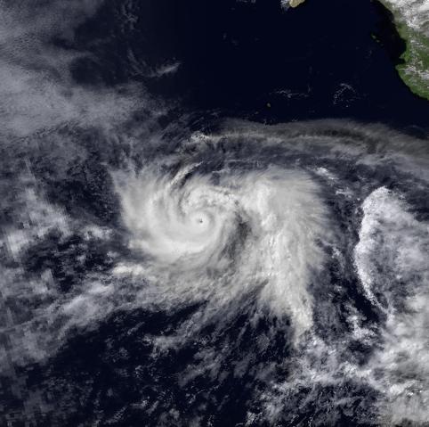 File:Hurricane Daniel 10 Jul 1982 2159z.png