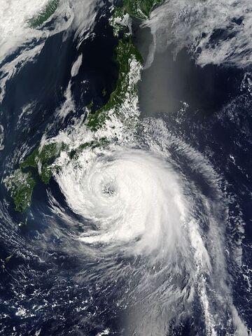 File:Typhoon Namtheun 30 july 2004 0135Z.jpg