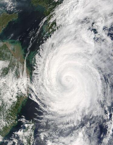 File:Typhoon Songda 06 sept 2004 0235Z.jpg