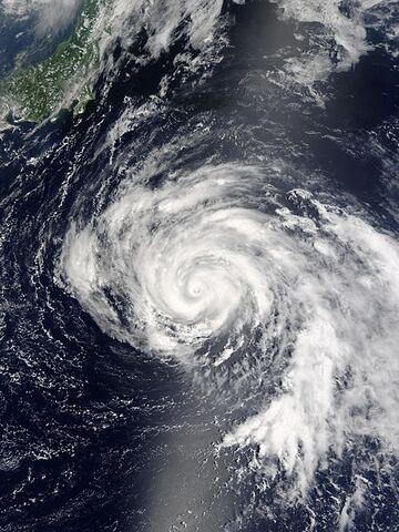 File:Typhoon Namtheun 27 july 2004 0105Z.jpg