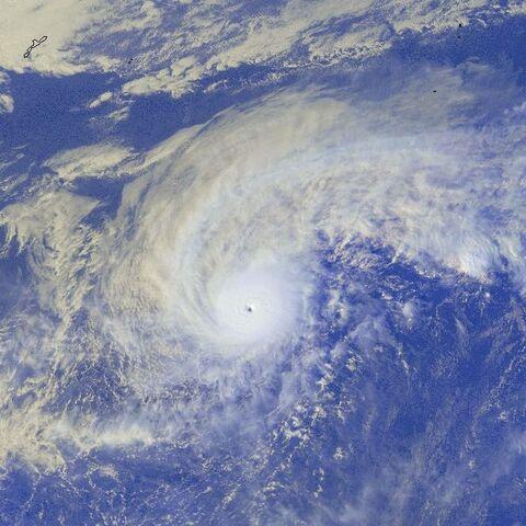 File:Typhoon Soulik 03 jan 2001 0632Z.jpg