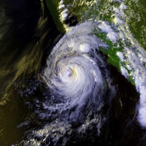File:Hurricane Lester 22 aug 1992 2246Z.jpg