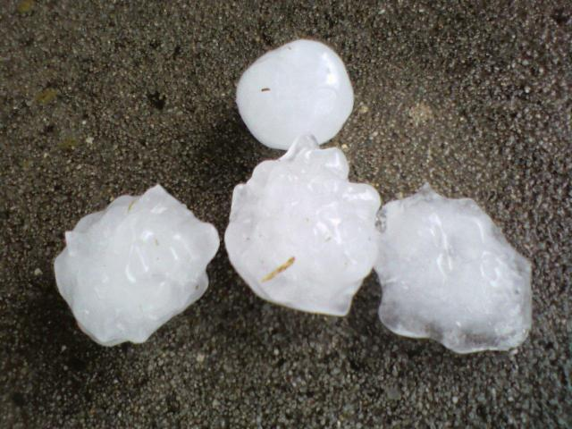 File:Hailstones.jpg