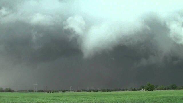 File:Anticyclonic Woodward Tornado.jpg