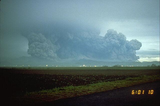 File:Pinatubo91 lateral blast plume pinatubo 06-15-91-resized.jpg