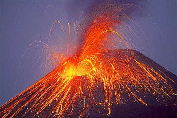 File:Volcanic eruption 12.jpg