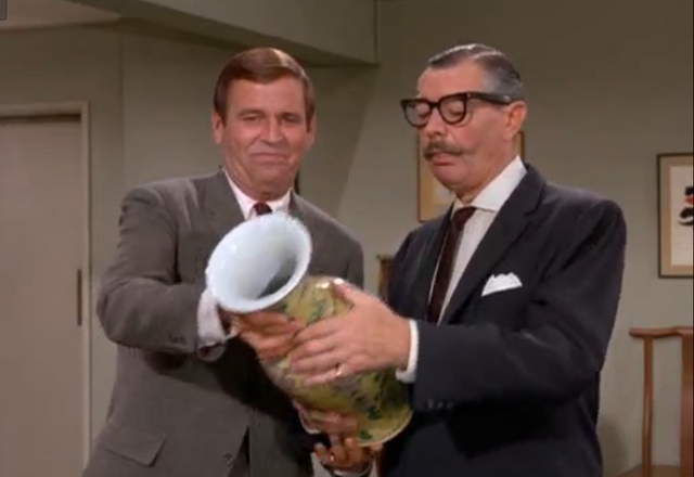 File:Huggins and Prof. Preever inspect the Ming Vase.png