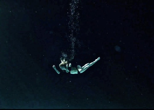 File:Iamamiwhoami+underwater.png