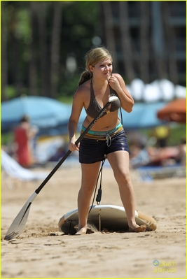 File:Normal jennette-mccurdy-hawaii-holiday-02.jpeg