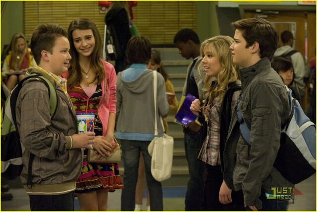 File:830px-Seddie and others.jpg