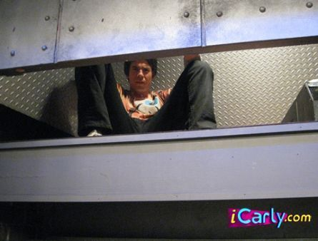 File:Spencer-stuck-in-an-eleavator-icarly-5379490-445-338.jpg