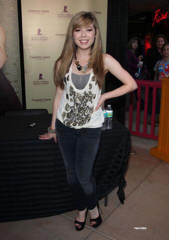 File:Jennette 2011-04-05.jpg