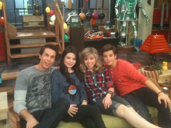 File:ICarly-iGot-A-Hot-Room.jpg