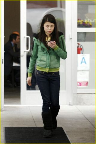 File:Miranda-cosgrove-hungry-cat-03.jpg