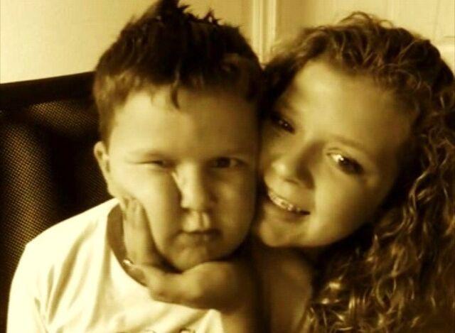 File:Guppyethan,and his sister.jpg