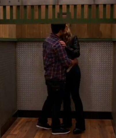File:Seedie kiss elevator.JPG