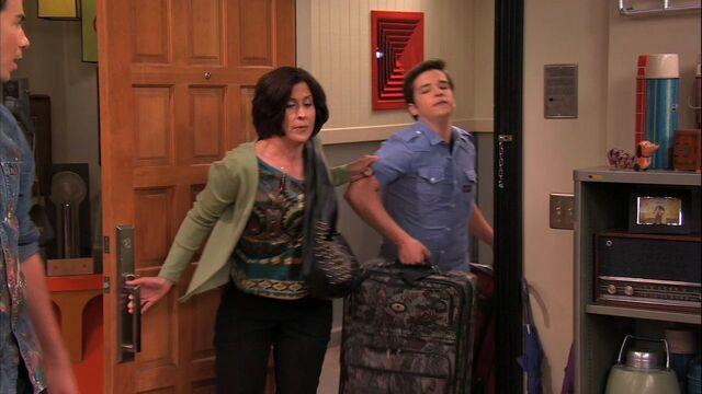 File:ISam's Mom-Freddie moves.jpg