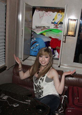 File:Jennette - What to do.jpg