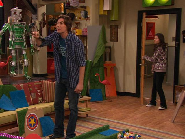 File:Carly spots Spencer playing mini-golf.JPG