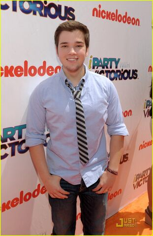 File:Nathan-kress-iparty-victorious-07.jpg