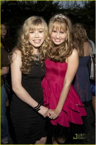 File:Jennette and Debby Ryan 24219 101406869898197 100000866538214 33587 1368177 n.jpg