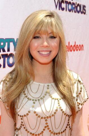 File:Jennette, at iPwV premiere, cu-direct, Los Angeles, 06-04-11 tumblr lmajz6f9hx1qesmejo1 400.jpg