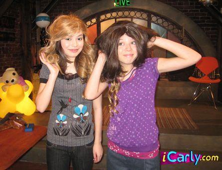 File:Carly and sam's wig.jpg