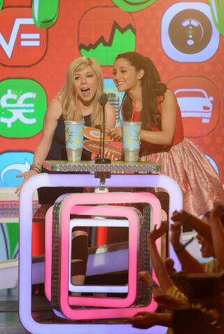 File:Jennette and Ariana announcing Favorite TV Actress 2013.jpg