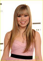 Jennette-mccurdy-savannah-outen-amas-05
