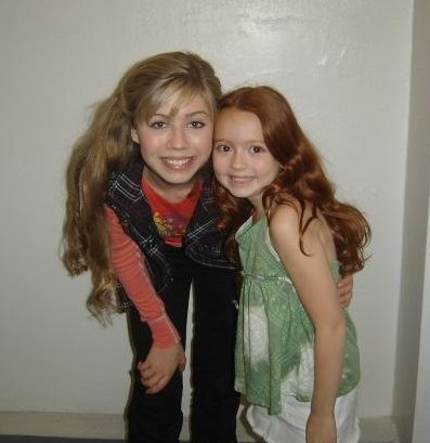 File:Piper and Jennette.jpg
