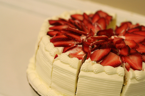 File:Strawberry layer cake.jpg