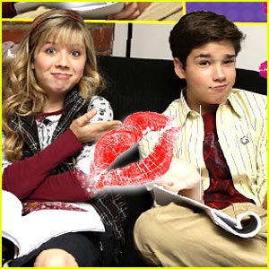 File:Jennette-nathan-icarly-kiss.jpg