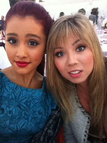 File:Tumblr ari and jennette.jpg