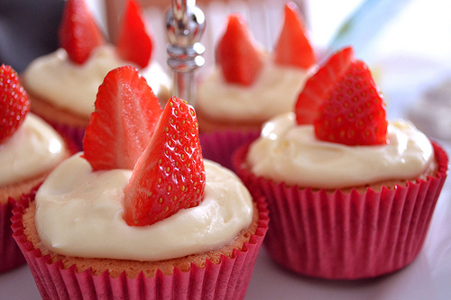 File:Strawberry cupcakes.jpg