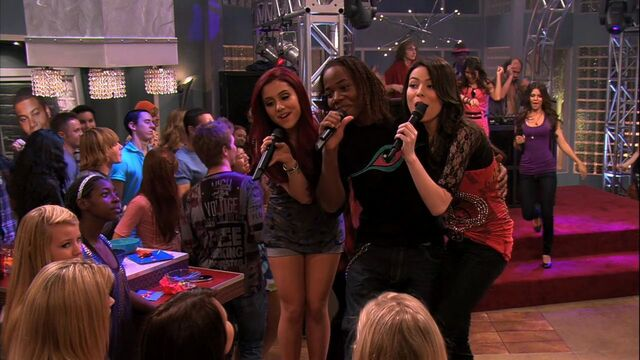 File:ICarly-4x10-iParty-with-Victorious-ariana-grande-23005669-1280-720.jpg
