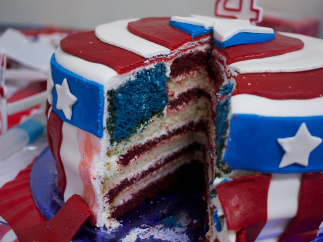 File:Captain-america-cake-1.jpg