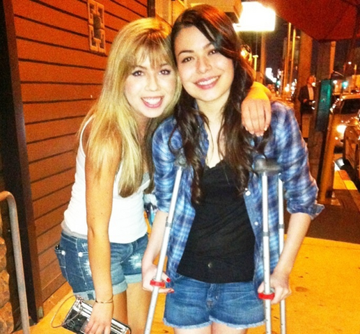 File:Jennette miranda hanging out.png