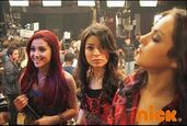 IParty-with-Victorious-Behind-The-Scenes-2