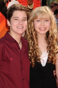 File:Nathan and Jennette.jpg