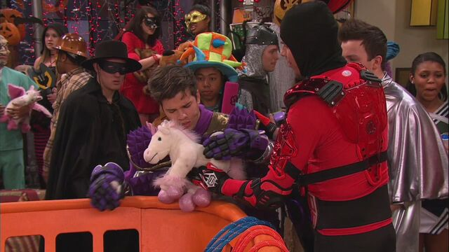 File:ICarly.S06E04.iHalfoween.720p.WEB-DL.AAC2.0.H.264-Genii-12-17-51-.jpg