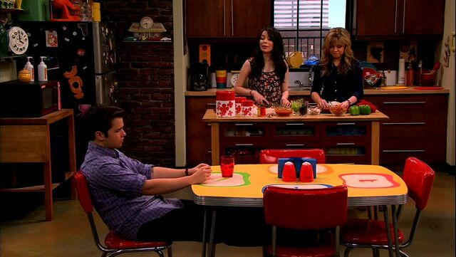 File:ICarly.S05E08.iBalls.480p.WEB-DL.x264-mSD.mkv 000373498.jpg