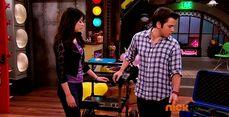 ICarly.S07E07.iGoodbye.480p.HDTV.x264 -Finale Episode-.mp4 002352473-024