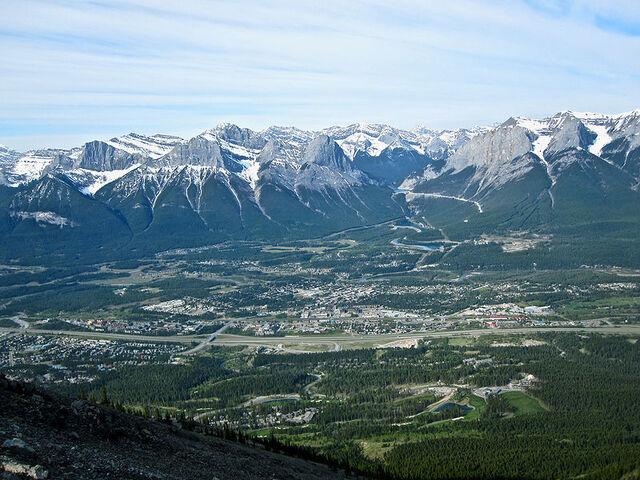 File:Canmore, Alberta.jpg