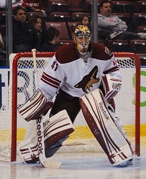 File:Mike Smith Coyotes 2012.jpg